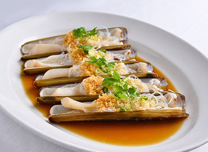 Steamed Live Scottish Razor Clam <br /> with Minced Garlic and Vermicelli