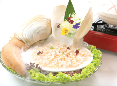Live Geoduck Sashimi <br /> with Superior Stock Steamboat