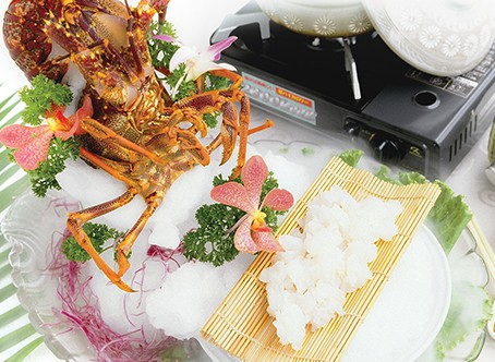 Australian Lobster Sashimi <br /> with Superior Stock Steamboat
